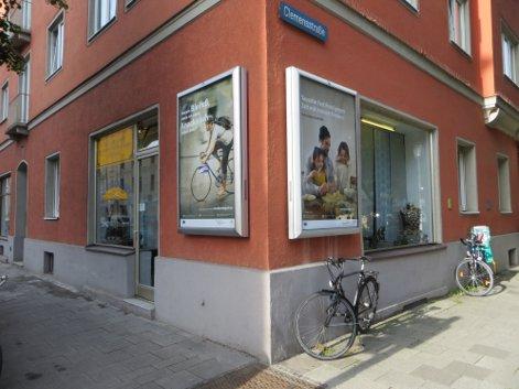 img-1546474076459355c0e8649b0868 Foto: Die Kampagne an einer von 300 Stellen im Münchner Stadtgebiet <br /> Fotografin: Bernadette Felsch